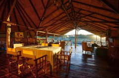 Camp-Savuti-lodge-lounge-dining2.jpg