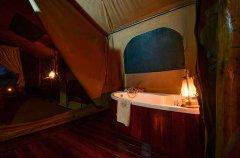 Camp-Savuti-tent-indoor-bath.jpg