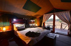 Camp-Savuti-tent-interior.jpg