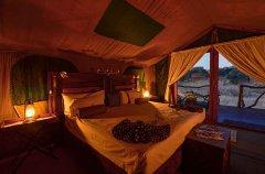 Camp-Savuti-tent-interior4.jpg