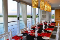 chobe-princess-dining_1.jpg