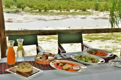 GHOHA-HILLS---LIGHT-LUNCH-OVERLOOKING-THE-RIVER.jpg