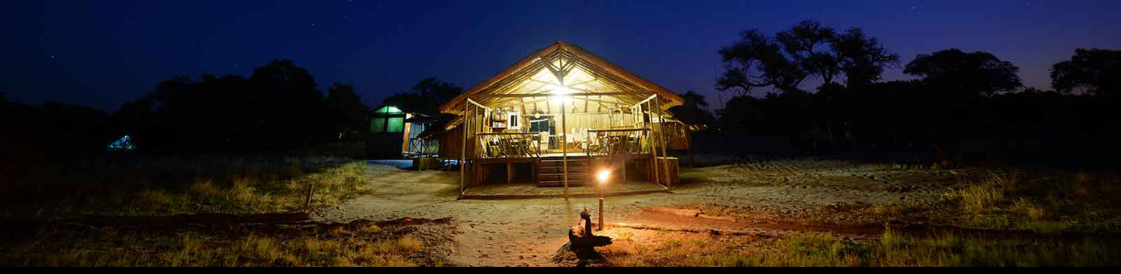 Camp-Savuti-lodge-entrance-pano-night2.jpg