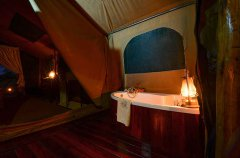 Camp-Savuti-tent-indoor-bath.jpg