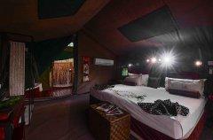 Camp-Savuti-tent-interior2.jpg