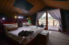 Camp-Savuti-tent-interior3.jpg