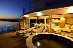 chobe-princess-sunset-jacuzzi_1.jpg