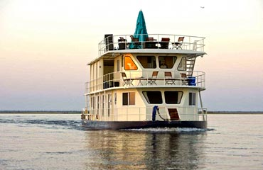 Vic Falls, Chobe Camp & Houseboat